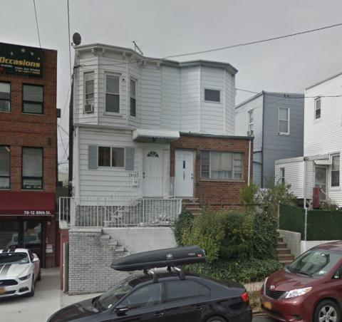 House For Sale - GLENDALE NY