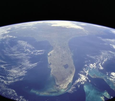 Nieruchomosci na Florydzie: Pomoc w kupnie, sprzedazy i relokacji, licencjonowany agent i notariusz publiczny stanu Floryda.